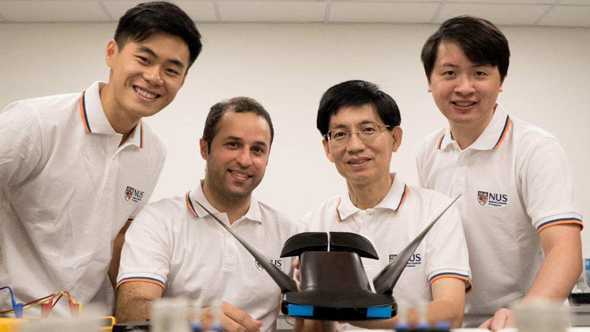 MantaDroid, seen here with scientists (from left to right) Mr. Gunawan Sun, Research Engineer; Dr. Soheil Arastehfar, Research Fellow; Associate Professor Chew Chee Meng; and Dr. Lu Hao, Research Fellow