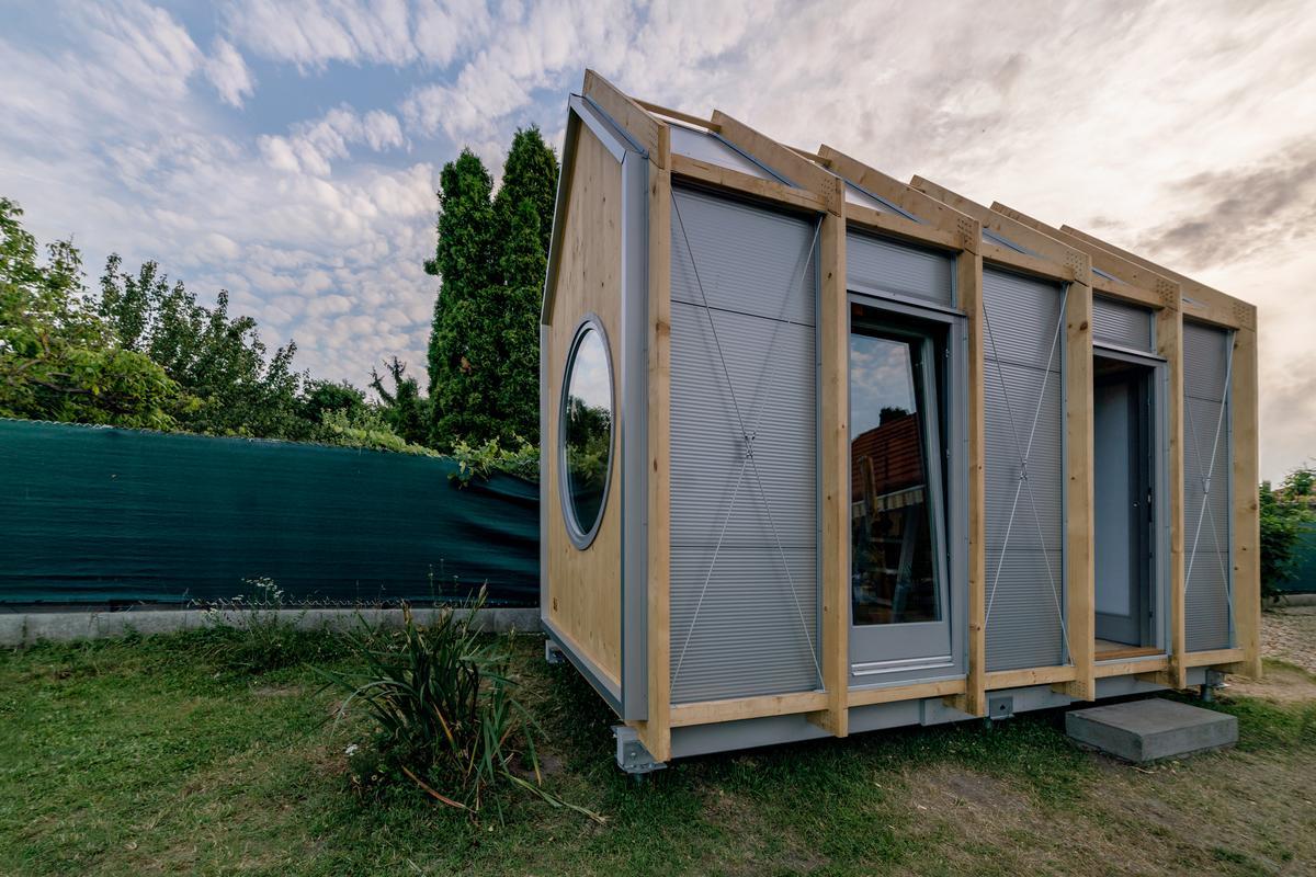 The Kabinka comes in four sizes: 12 sq m (130 sq ft), 14.9 sq m (160 sq ft) 17.3 sq m (186 sq ft), and an XL version measuring 20 sq m (215 sq ft), plus a 9.6 sq m (106 sq ft) patio