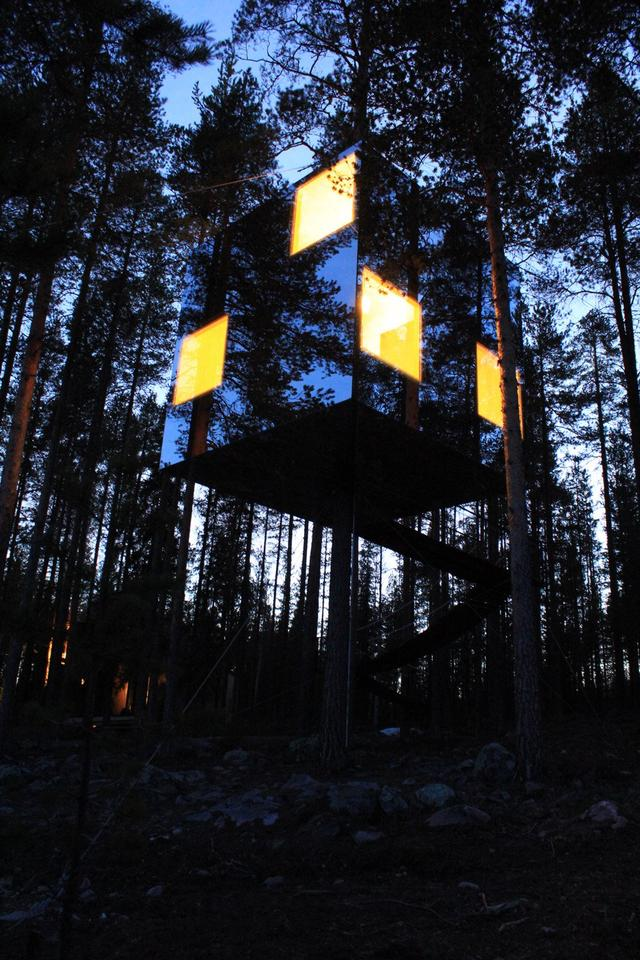 The Mirrorcube at night