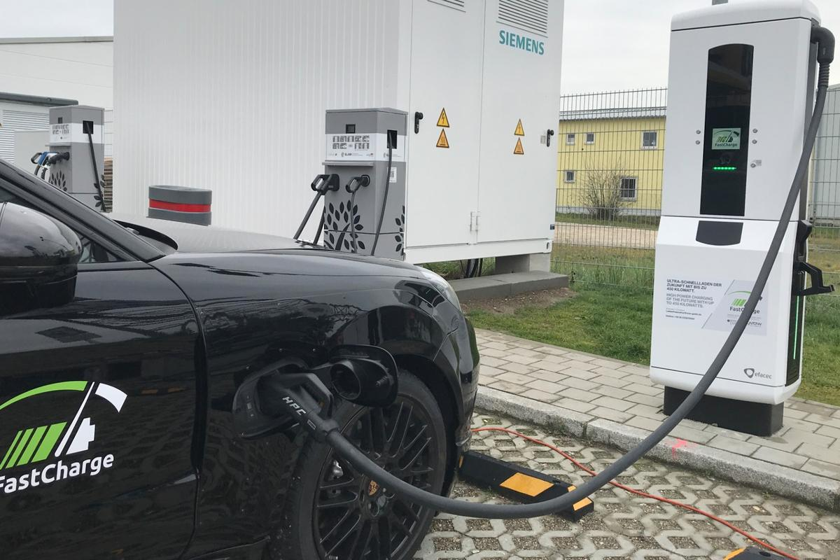 The research vehicle from Porsche achieved a charging capacity of more than 400 kW at the prototype ultra-fast charging station in Germany