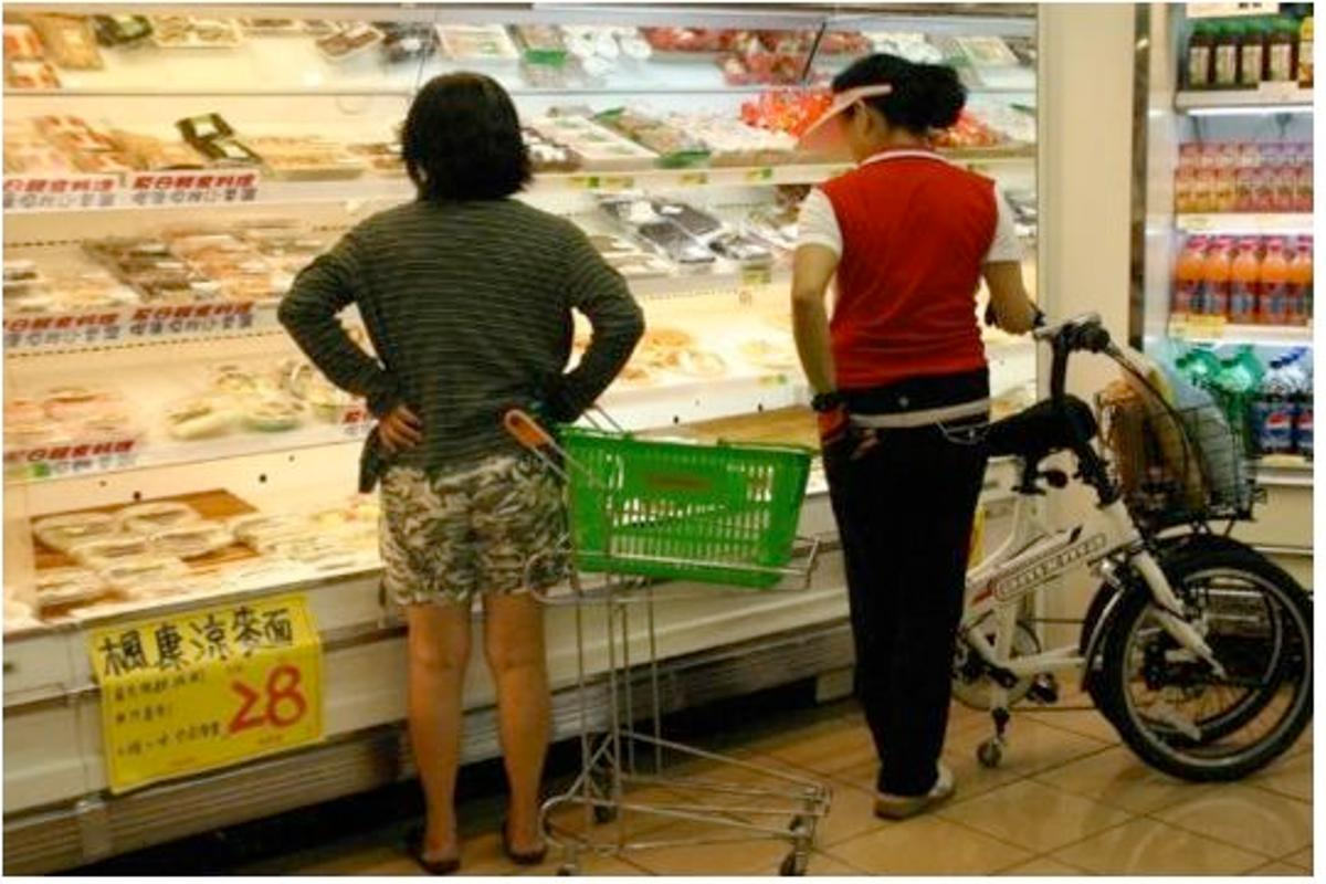 The Simple One bicycle folds up to double as a shopping cart (All photos: Long Antelope Enterprise Company)