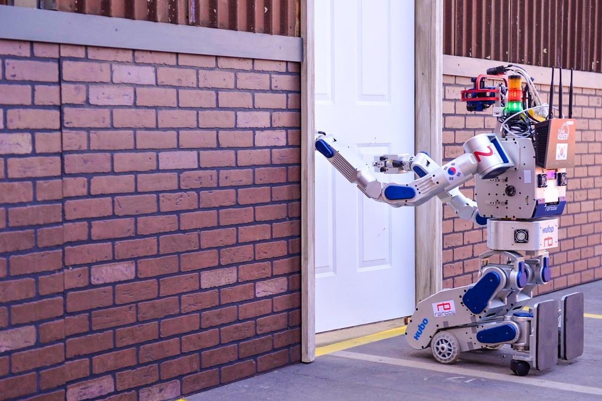 "DARPA Robotics Challenge winner DRC-HUBO is latest of the ""HUmanoid roBOt (HUBO) robots developed by the Korean Institute for Science and Technology"