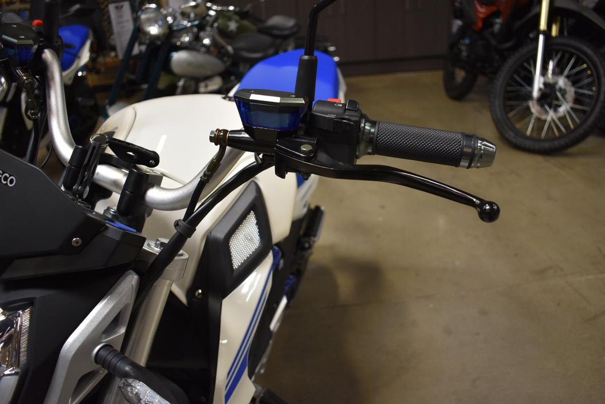 CSC City Slicker: brake levers left and right