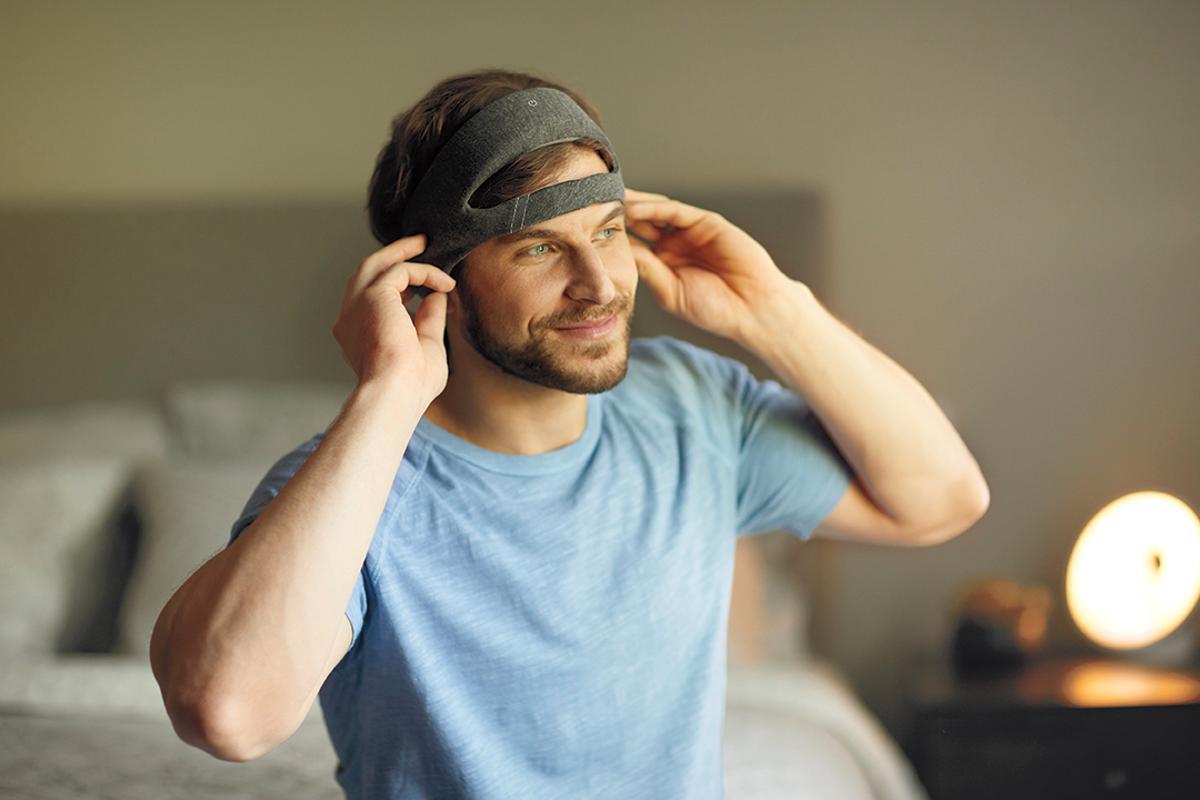 Philips SmartSleep headband playscustomized audio tones through integrated speakers