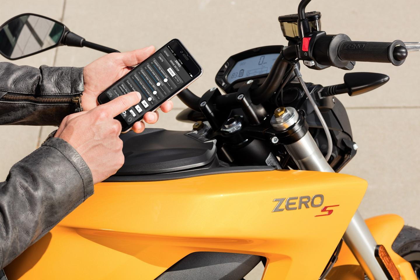 2017 Zero S: new smartphone app now allows you to update your bike's firmware without a trip to the service centre