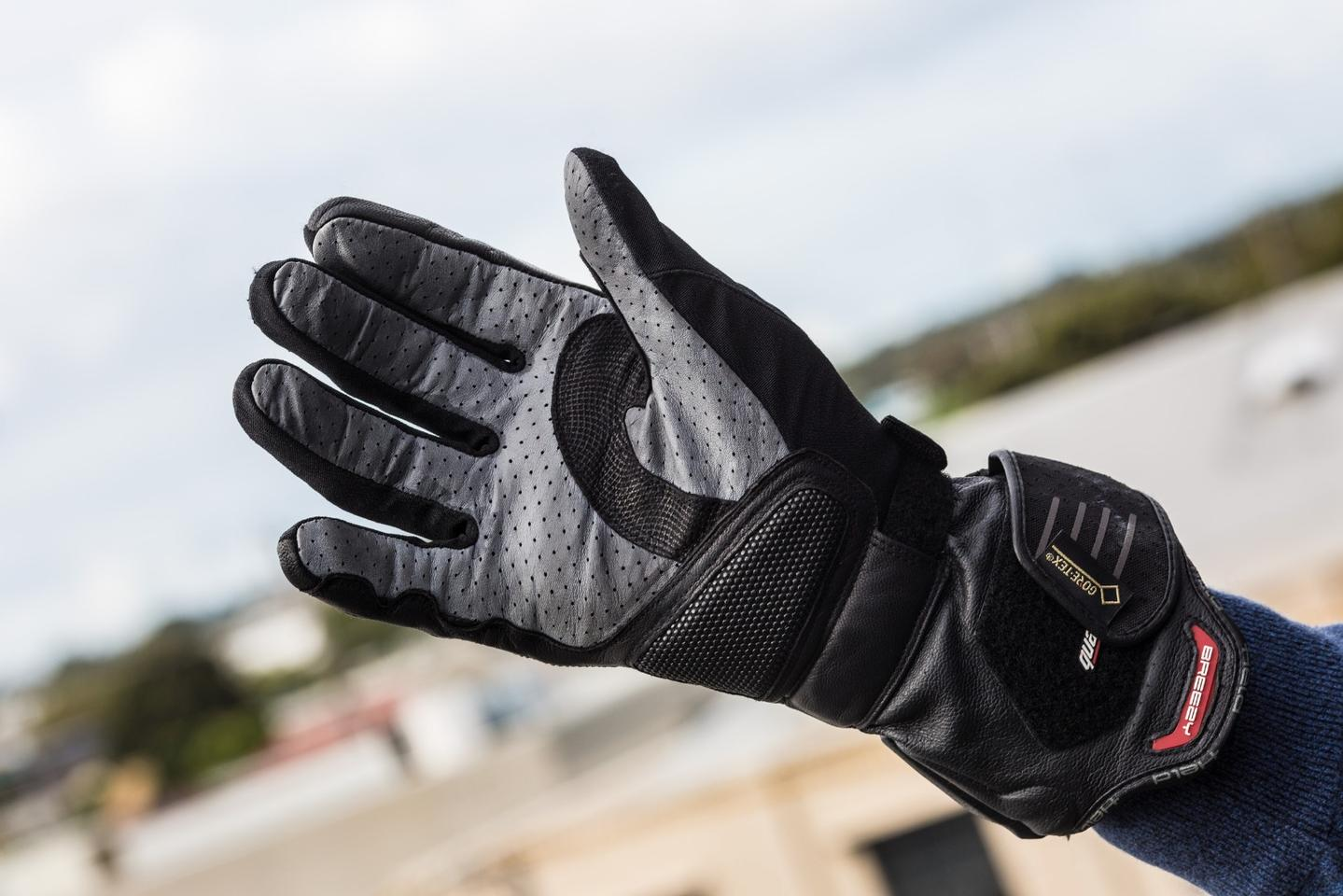 Held Air n Dry: Kangaroo leather palm gives excellent feel and perforated breathability