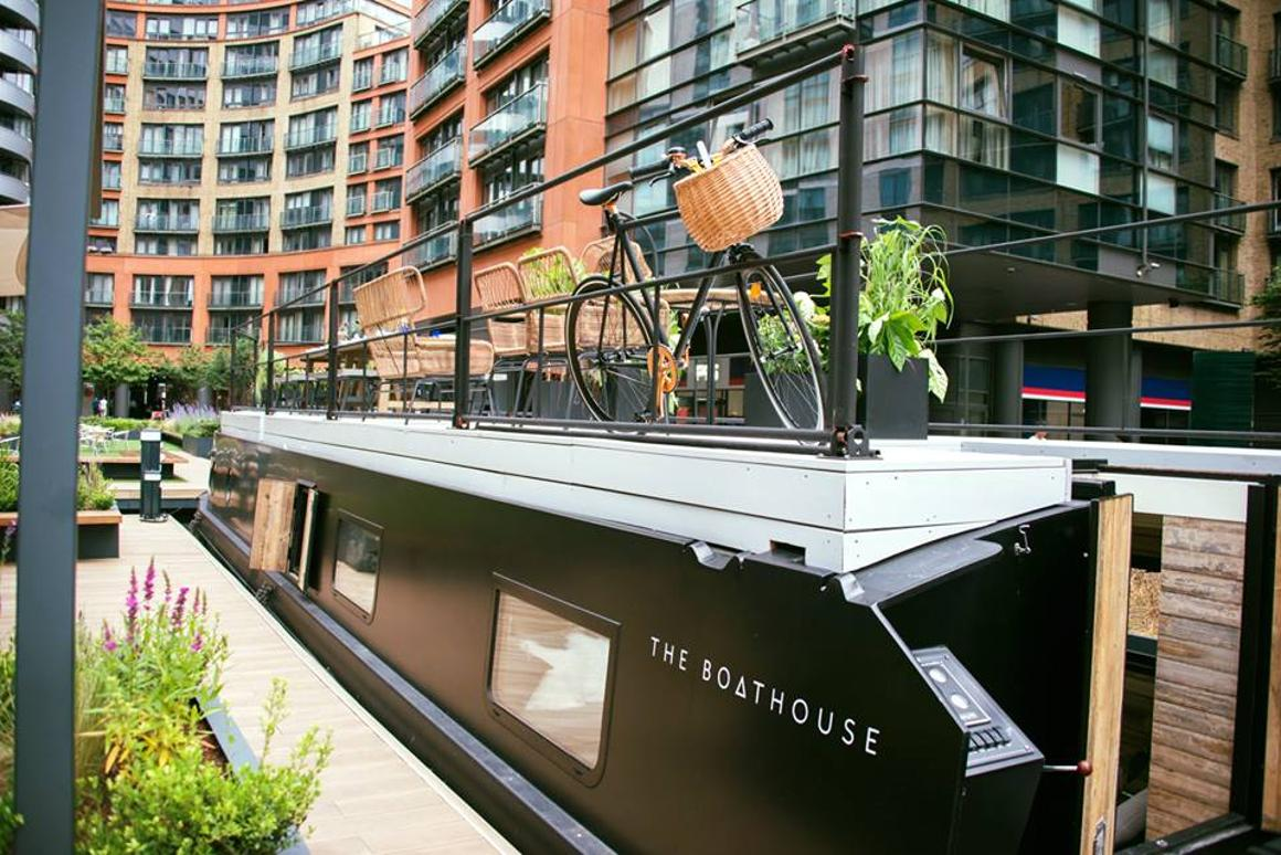 Rustic floating hotel suite graces London's Grand Union Canal