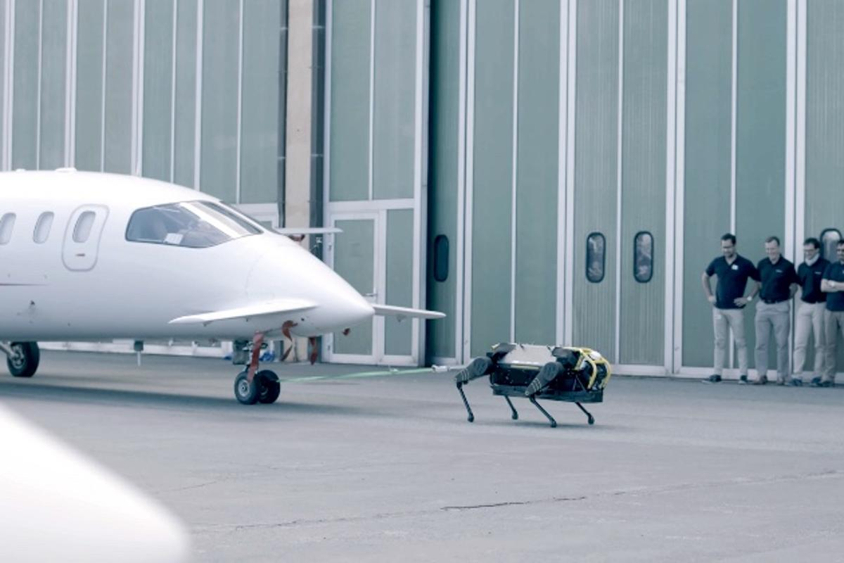 The HyQReal robot tows a three-ton airplane – no biggie