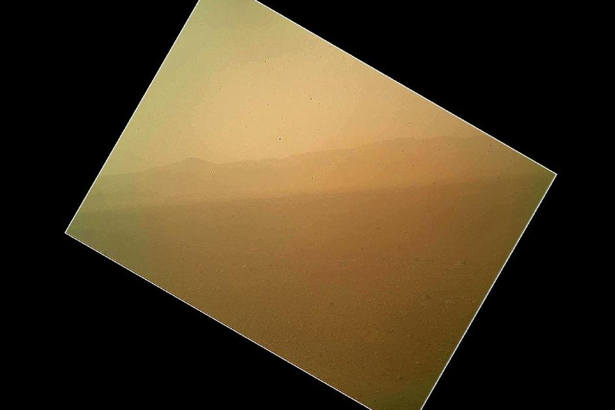 First color image from Curiosity showing the north wall and rim of Gale Crater (Image: NASA/JPL-Caltech)