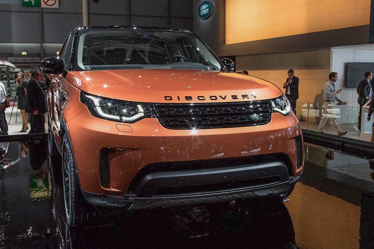 The new Land Rover Discovery, on the floor at the Paris MotorShow