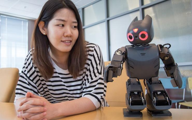In preparation, the researchers paired a small humanoid robot with an Android tablet