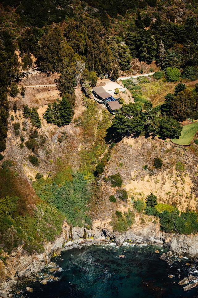 Fall House is located along California's Big Sur coastline (Photo: Joe Fletcher Photography)