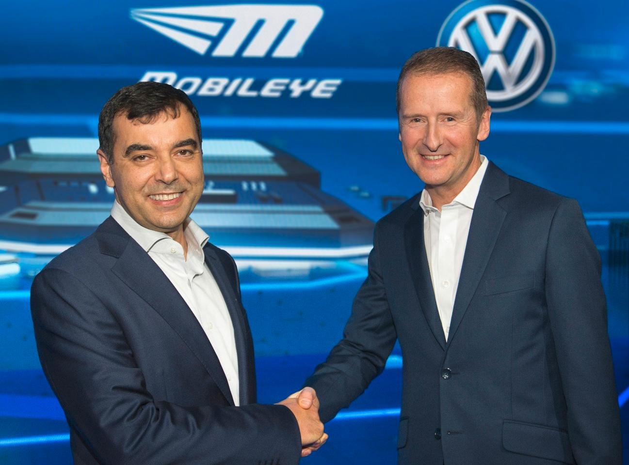 Left to right: Prof. Amnon Shashua (Chairman Mobileye) and Dr. Herbert Diess (Chairman Volkswagen brand)