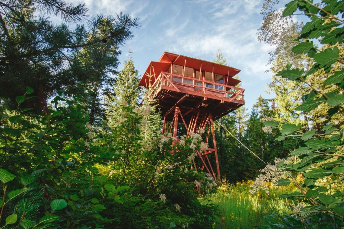 Crystal Peak Lookout is currently available torent on Airbnb