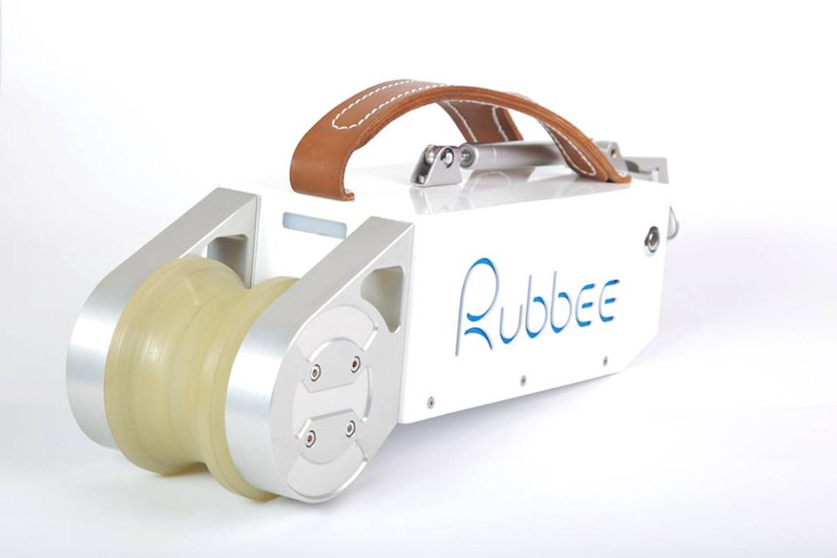 The Rubbee's polyurethane roller engages the rear tire, making a motor-only speed of 25 km/h possible