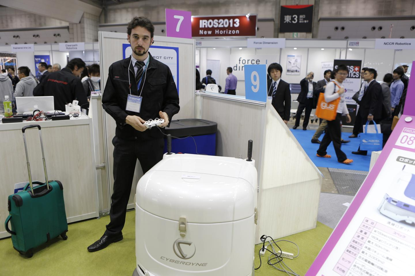 Cyberdyne's new industrial cleaning robot