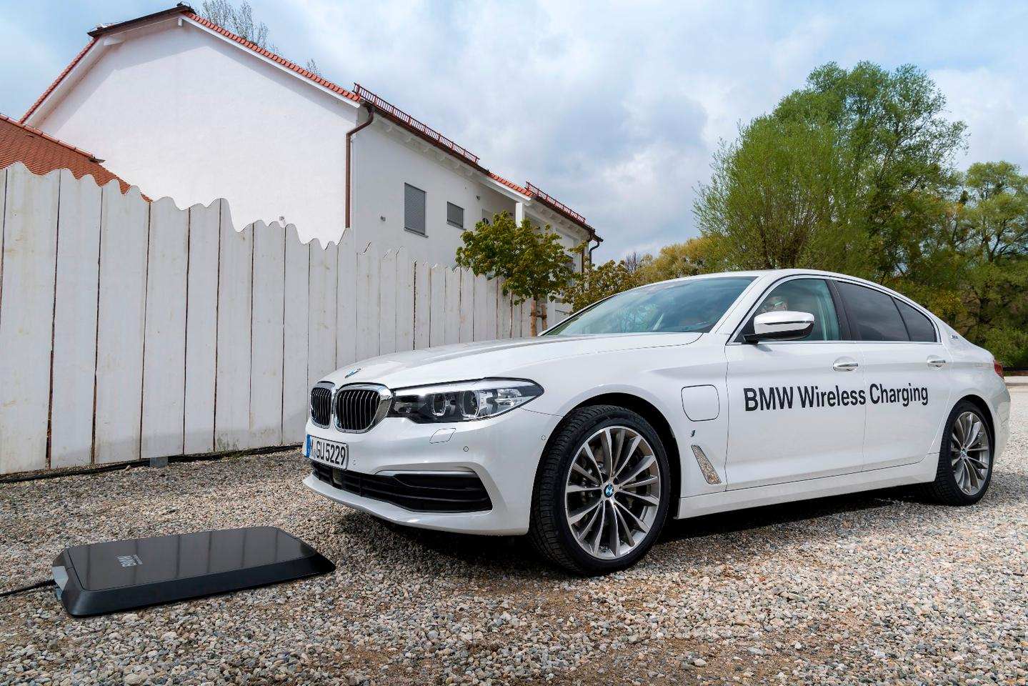 The charging option is set as a lease in Germany and will become available in the United Kingdom, United States, Japan, and China in subsequent rollouts
