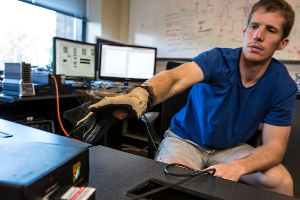 Testing thecyber glove usedto track hand joint angles and finger motions