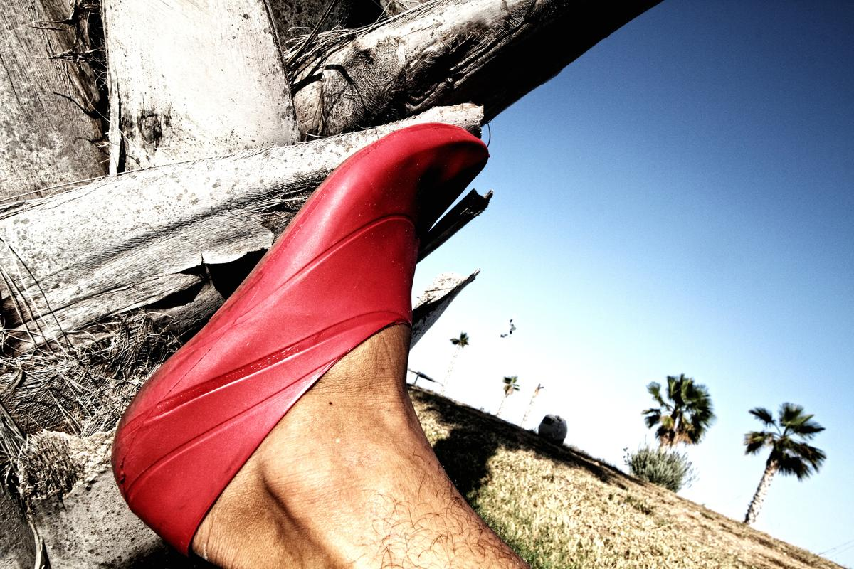 O1M shoes are a light, biodegradable and inexpensive choice for barefoot enthusiasts