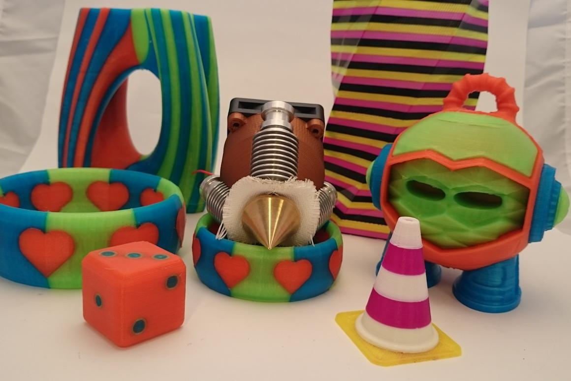 The Diamond Hotend is a new type of 3D printer extruder that prints in multiple colors from a single nozzle