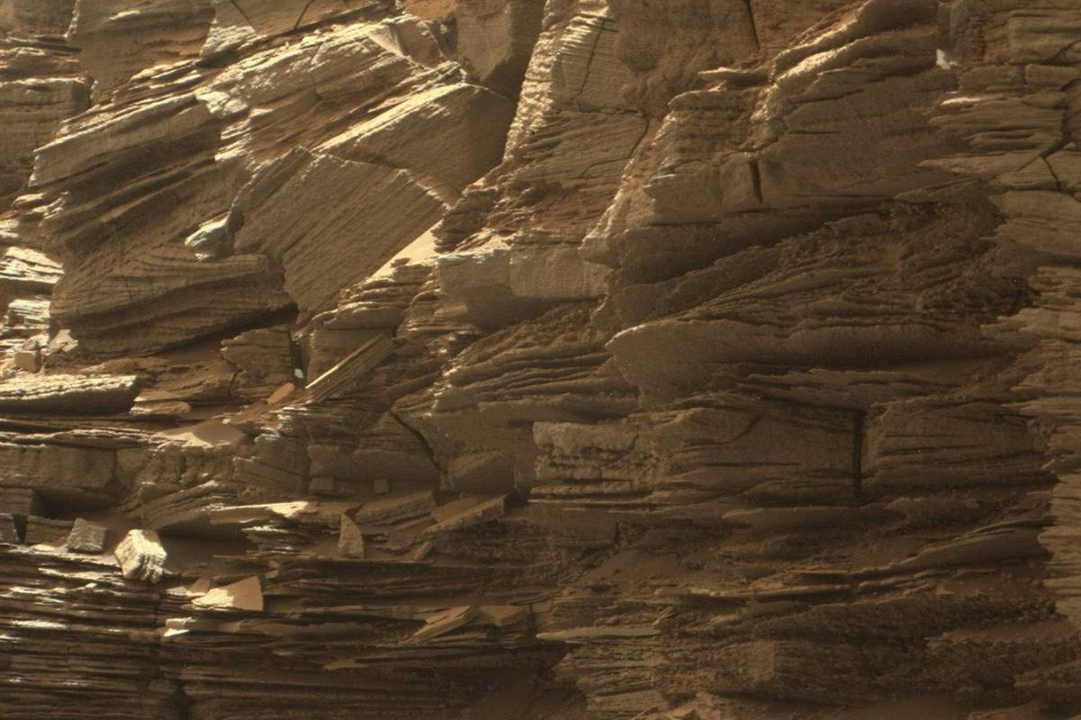 In new high resolution images from NASA'sCuriosity rover, finely layered rocks can be seen in the Murray Buttes region of lower Mount Sharp, on Mars