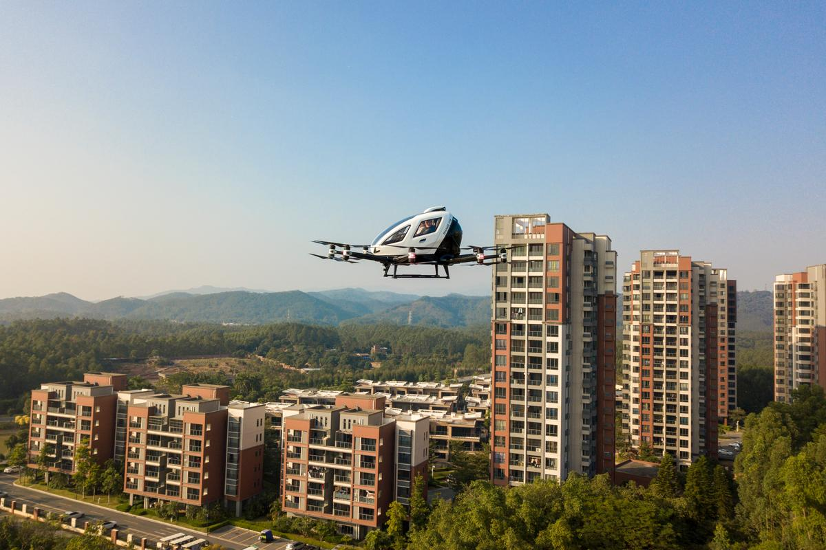 The aerial sightseeing trial is open to residents of the Forest Lake project in the popular tourist destination of Zhaoqing city in south China