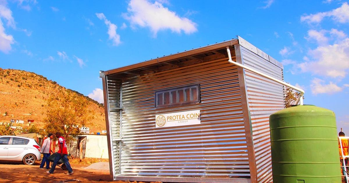 Johannesburg based design studio, Architecture For A Change has recently completed the construction of an off-the-grid prefabricated unit located in the informal settlement of Mamelodi, South-Africa