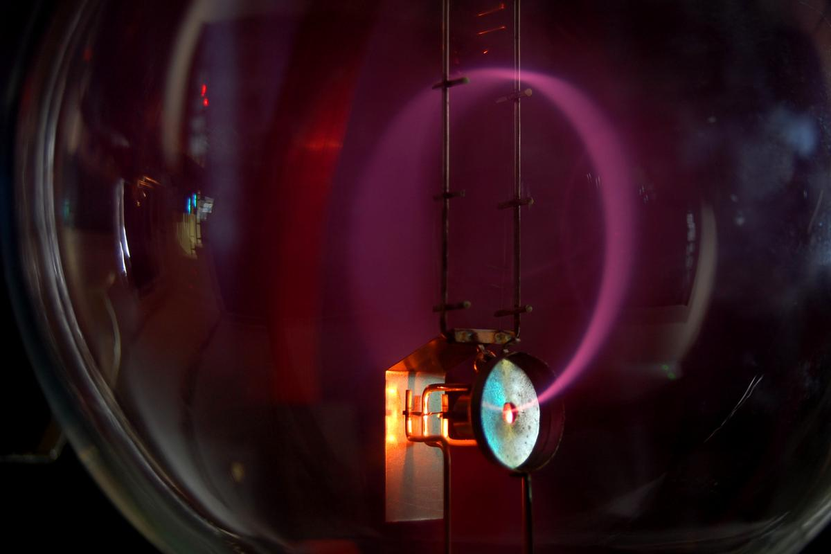 Electrons bent into a circular path by moving through a magnetic field (Photo: Marcin Bialek)