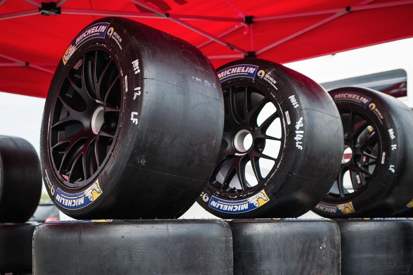 The GT-R LM Nismo's front tires are wider than the rears