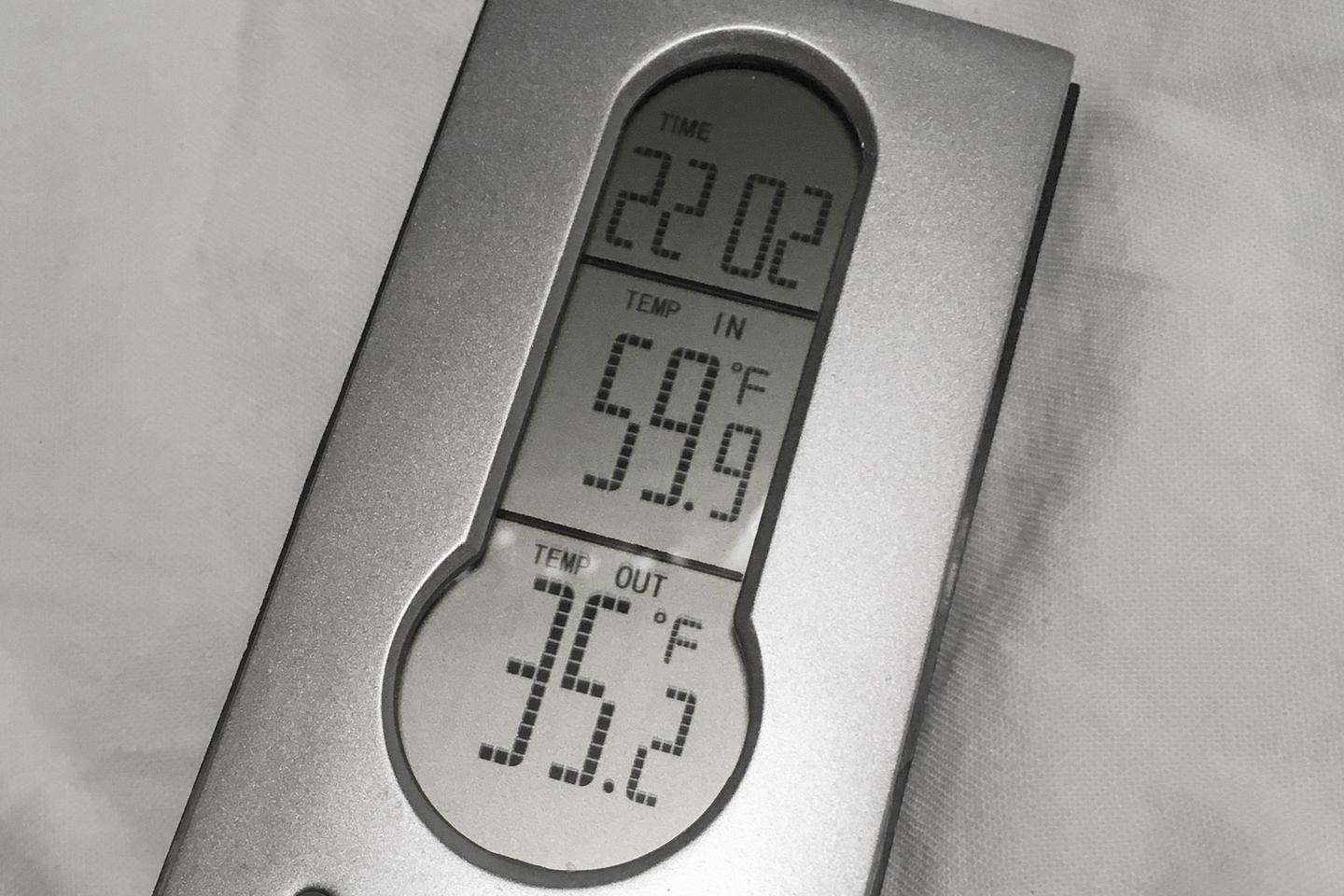 Polydrop designers tested the insulated shell in Big Bear, California, finding that the interior (heater off) maintained a temperature near 60° F (15° C) while the outside was down near 35° F (2° C)