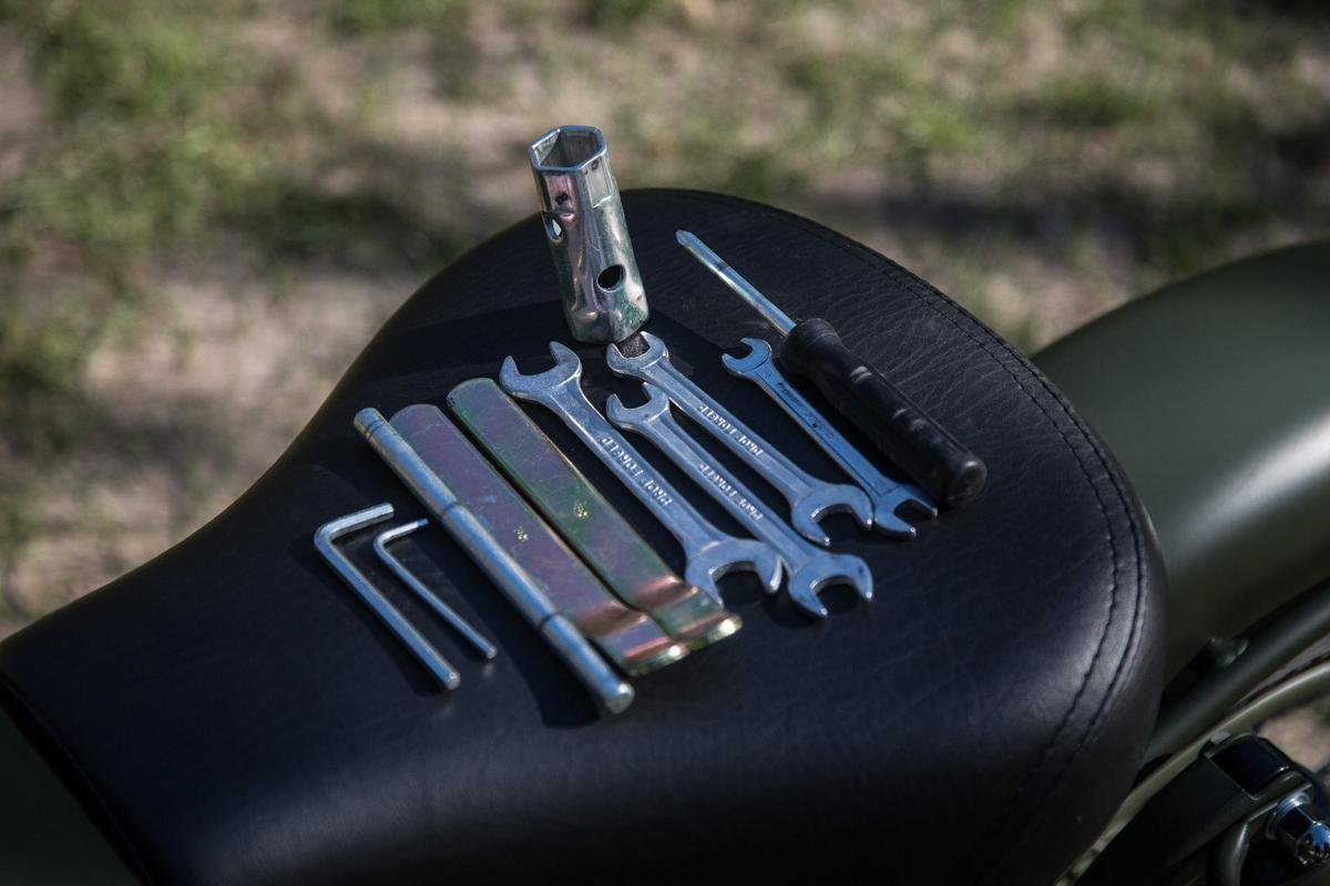 Royal Enfield Classic 500: onboard tool kit is pretty decent