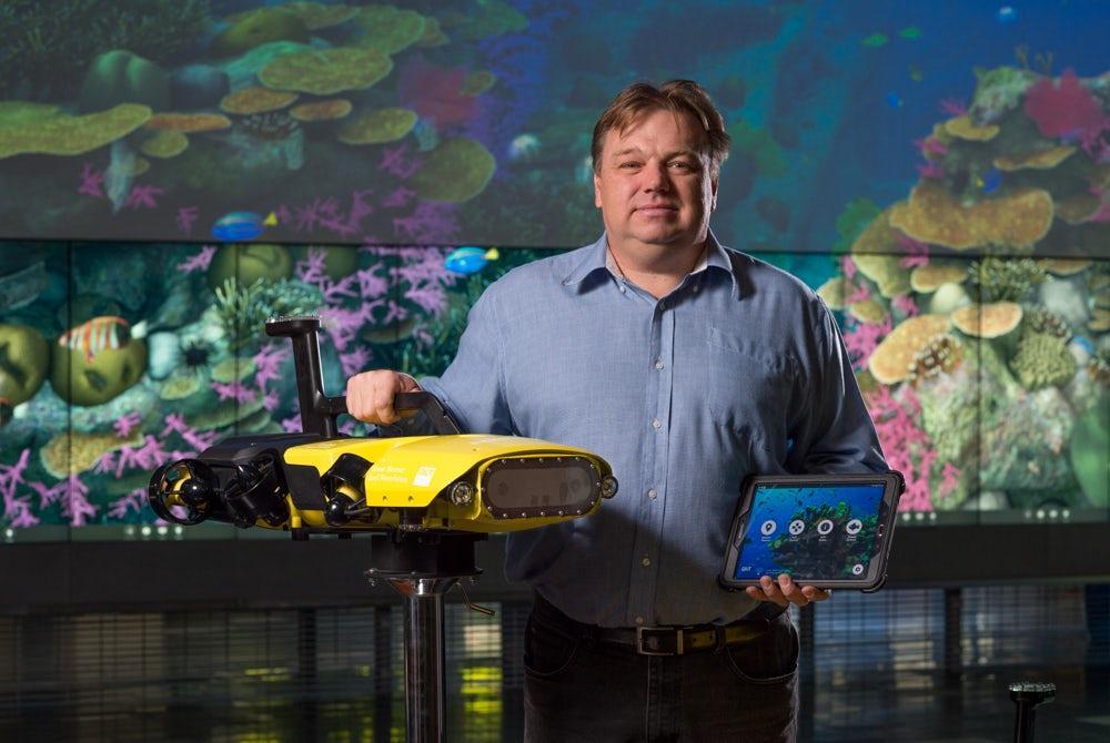 Queensland Universityof Technology'sProfessorMatt Dunbabin with his RangerBot