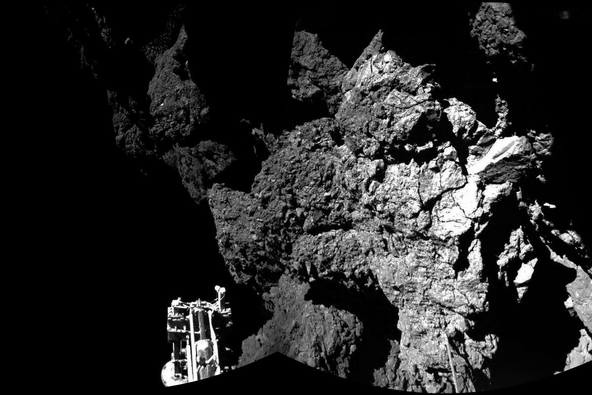 First surface image from Philae after comet landing (Image; ESA)