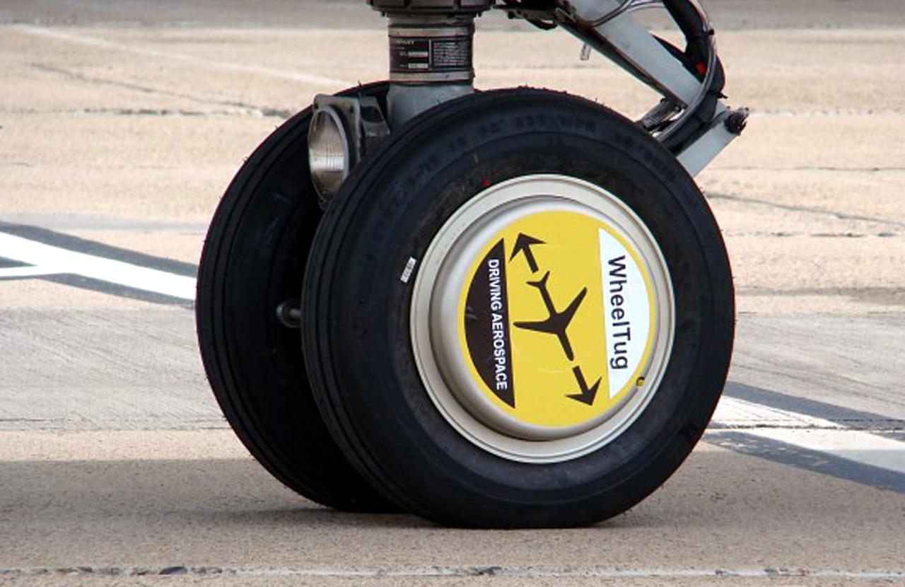 WheelTug allows an aircraft to taxi without using engines or a ground tug