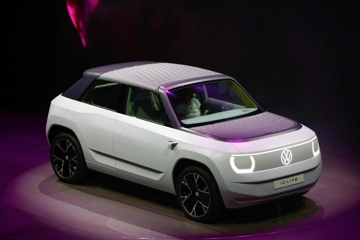 """Both the hood and roof panel are made from a lightweight """"air chamber textile"""" developed from recycled PET bottles"""