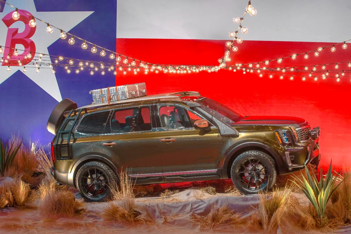 ThisKia Telluride gets a load ladder and off-road tires
