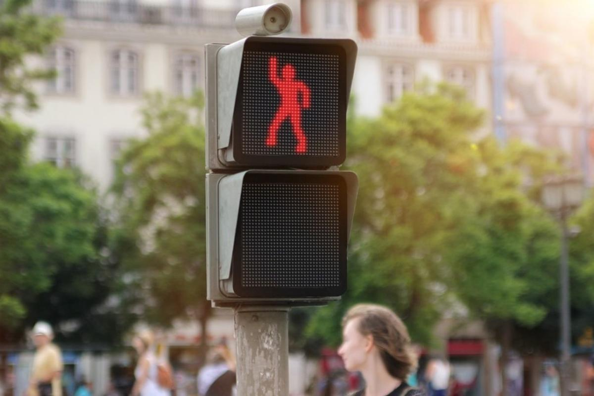 Smart's Dancing Traffic Light aimed to capture the attention of pedestrians and incentivize more to wait for the green man until crossing the road