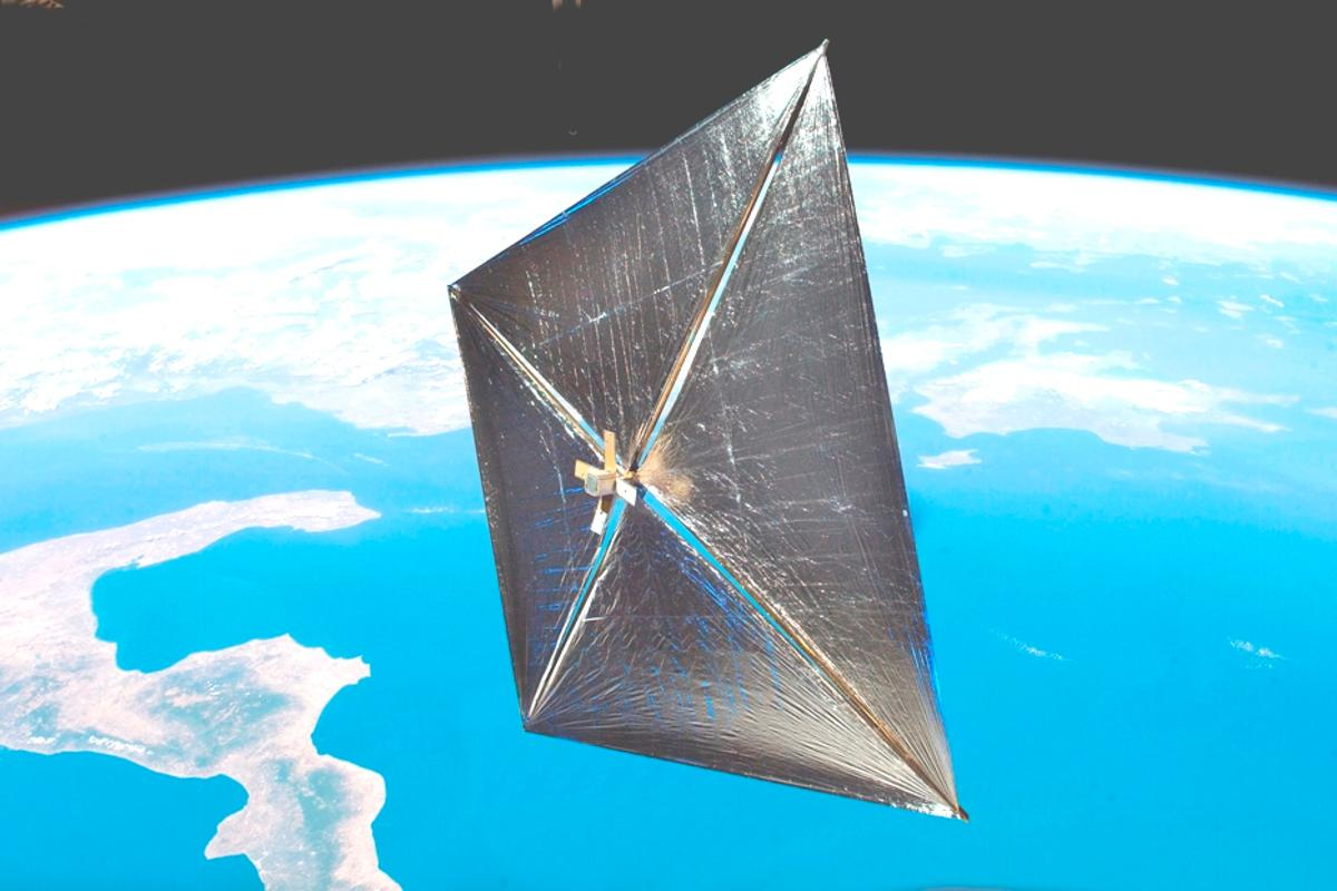 A CubeSat with solar sails could be sent on a mission to the Martian moon Phobos (Image: NASA)