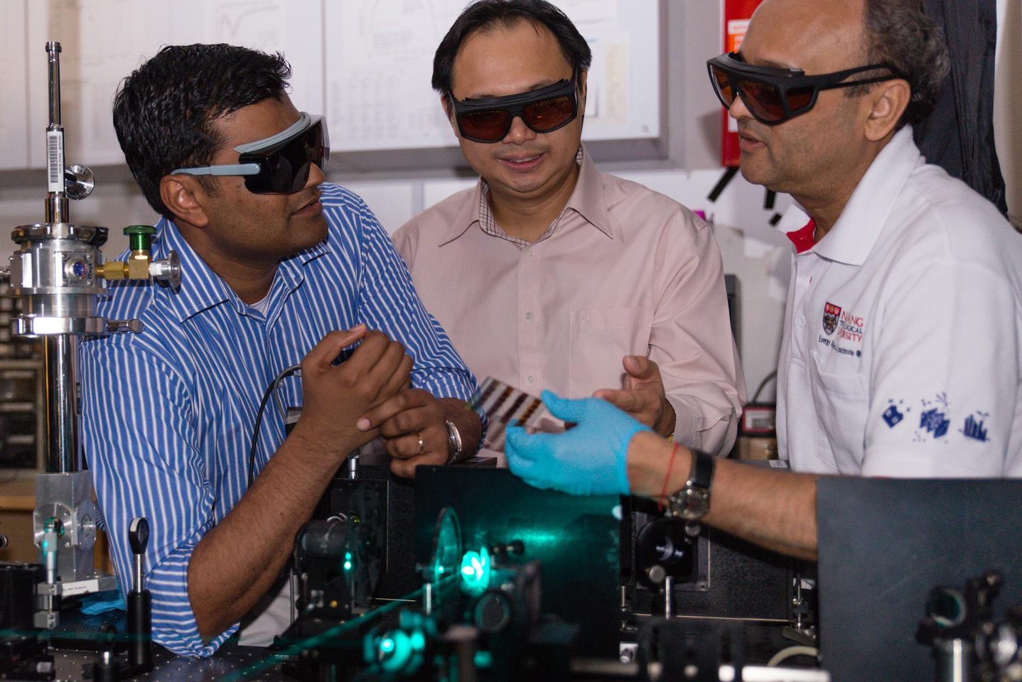 (L to R) Assistant Professor Nripan Mathews, Assistant Professor Sum Tze Chien and Professor Subodh Mhaisalkar holding their Perosvkite solar cell (Photo: Nanyang Technological University)