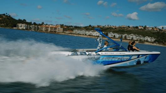 EPIC 23E electric hybrid sports boat