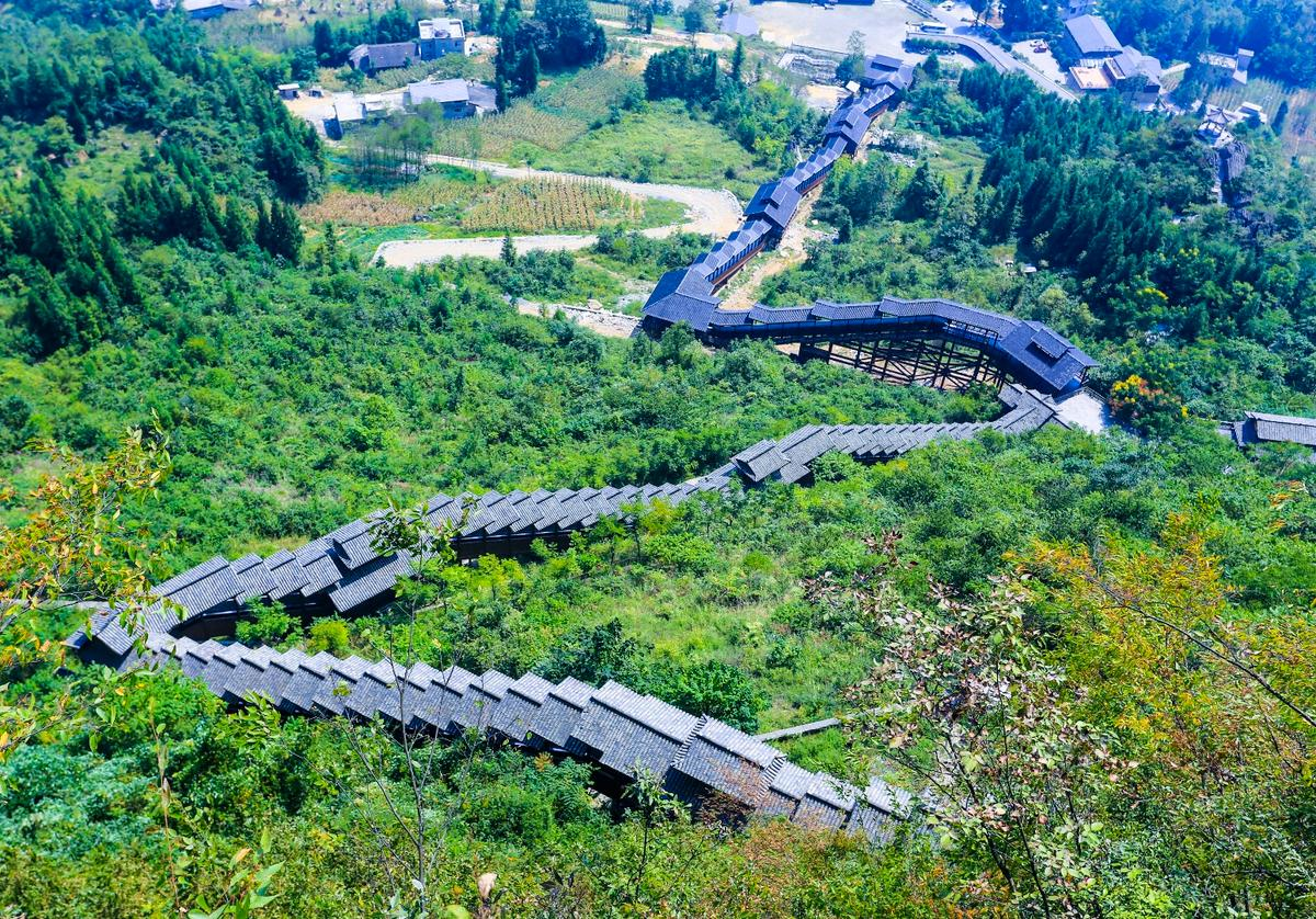 Measuring 688 meters (2,257 ft) long, this sightseeing escalator in central China is the longest in the world