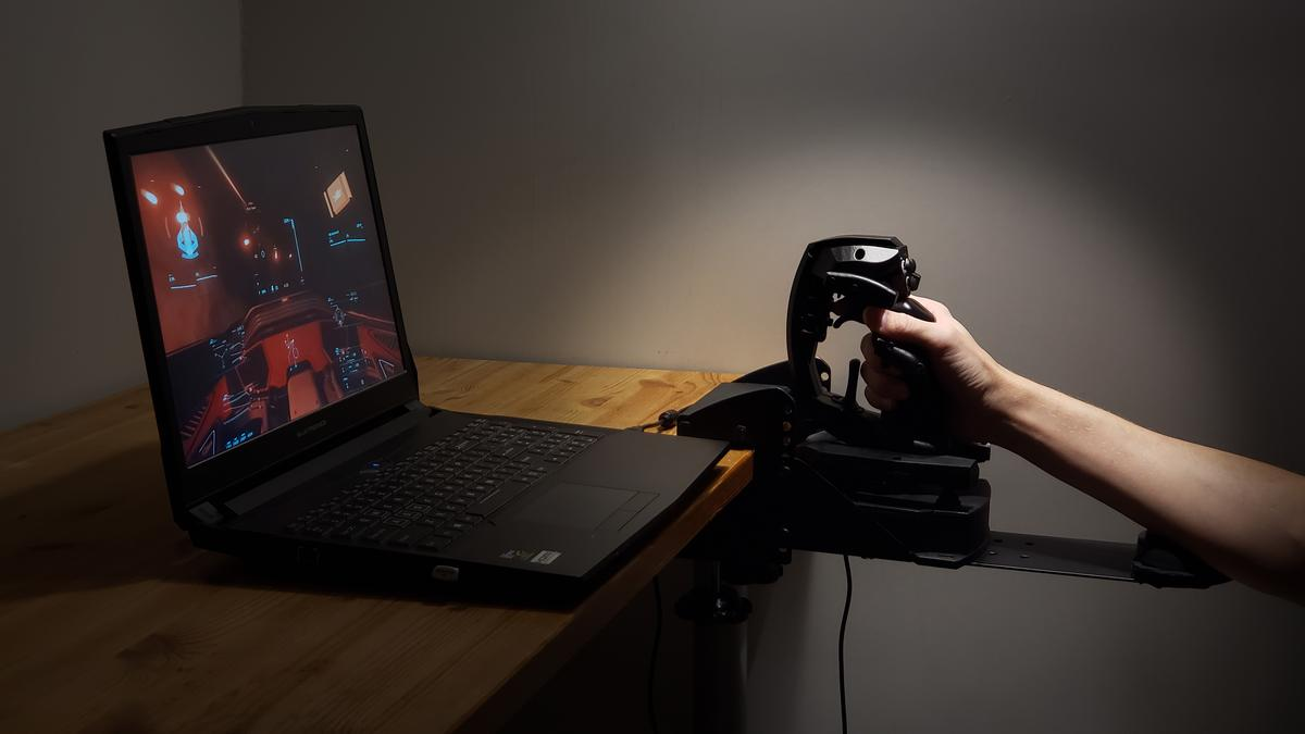 Sublight Dynamics has unveiled a prototype of a one-handed joystick with six degrees of freedom