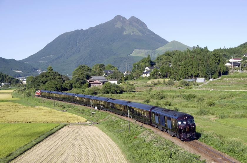 Japan's Seven Stars cruise train offers luxury on the rails