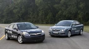 GM has debuted their modern take on the sparkless HCCI engine with this Vauxhall Vectra and Saturn Aura.