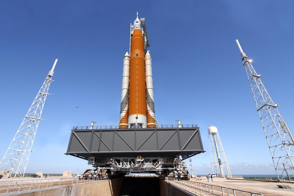 Artists impression of NASA's Space Launch System and Orion spacecraft ready for liftoff at Launch Pad 39B