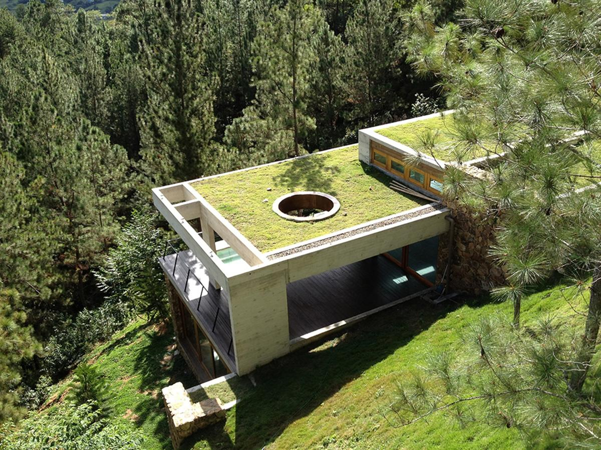 The rear sections of the RD House come into direct contact with the hillside, so are naturally kept a constantly cool temperature by the huge volume of rock (Photo: Eduardo Abreu)