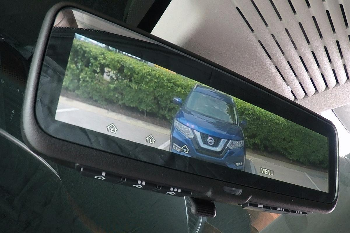 Nissan'sintelligentmirror works by allowing the driver to switch between a standard, glass mirror and a view from thecamera mounted on the back of the SUV