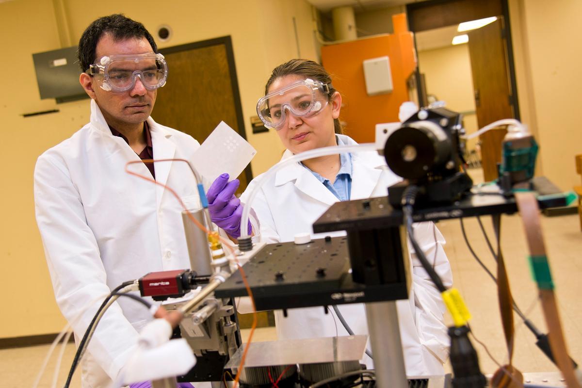 Purdue's prototype machine prints the exact doses of medication a patient requires (Photo: Steven Yang/Purdue University)