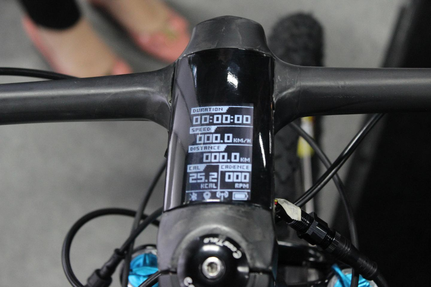 The Cotlo Corvus' OLED screen displays data such as current speed, distance traveled, calories burned and cadence