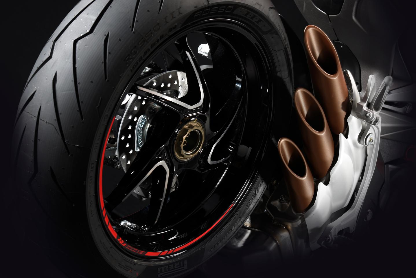 2017 MV Agusta Brutale 800 RR:forged rims reduce rotating mass for quicker turning